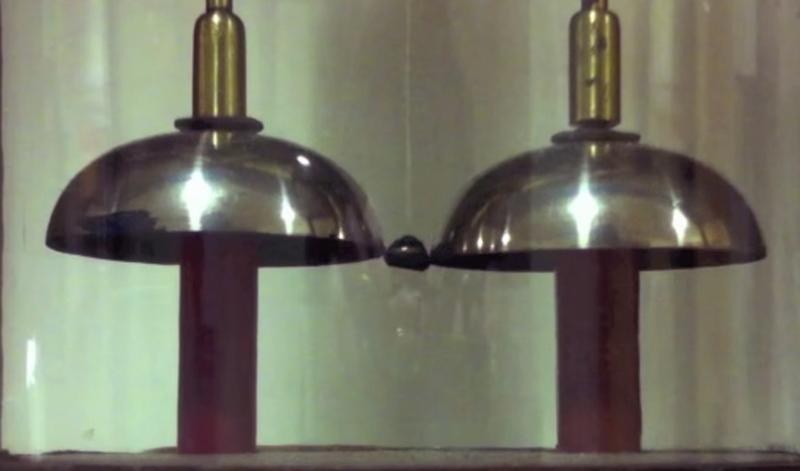 {focus_keyword} Dos experimentos misteriosamente interminables. Uno de ellos sigue funcionando desde el siglo XIX. campana