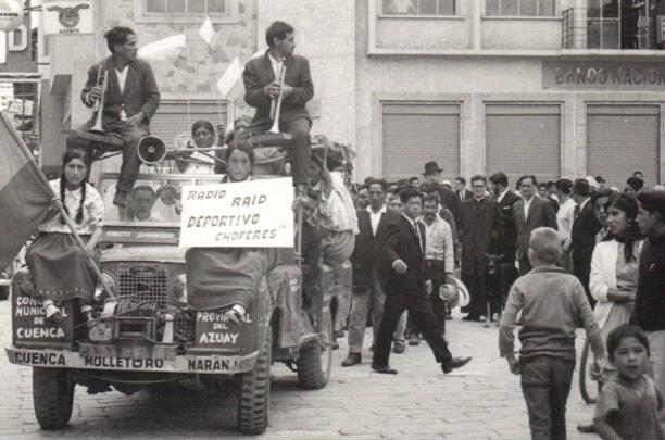 {focus_keyword} La historia del camino a Cuenca y los hombres que cargaron una planta hidroeléctrica y un auto a través de la selva. jeep2