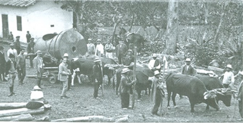 {focus_keyword} La historia del camino a Cuenca y los hombres que cargaron una planta hidroeléctrica y un auto a través de la selva. tambo